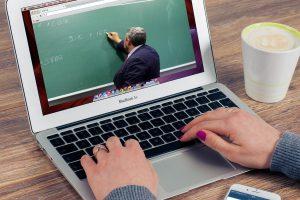 Computer mit Lehrer